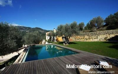 luxury-swimmingpool-in-selva-majorca