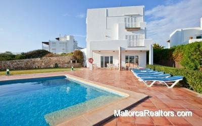 attractive-villa-overlooking-the-sea-majorca