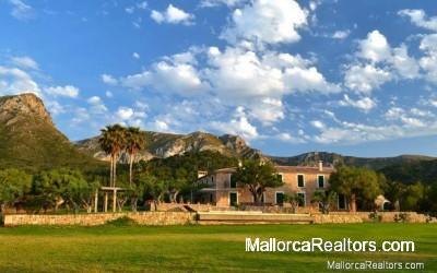 country-house-with-sea-views-over-the-Bay-of-Alcudia-Majorca