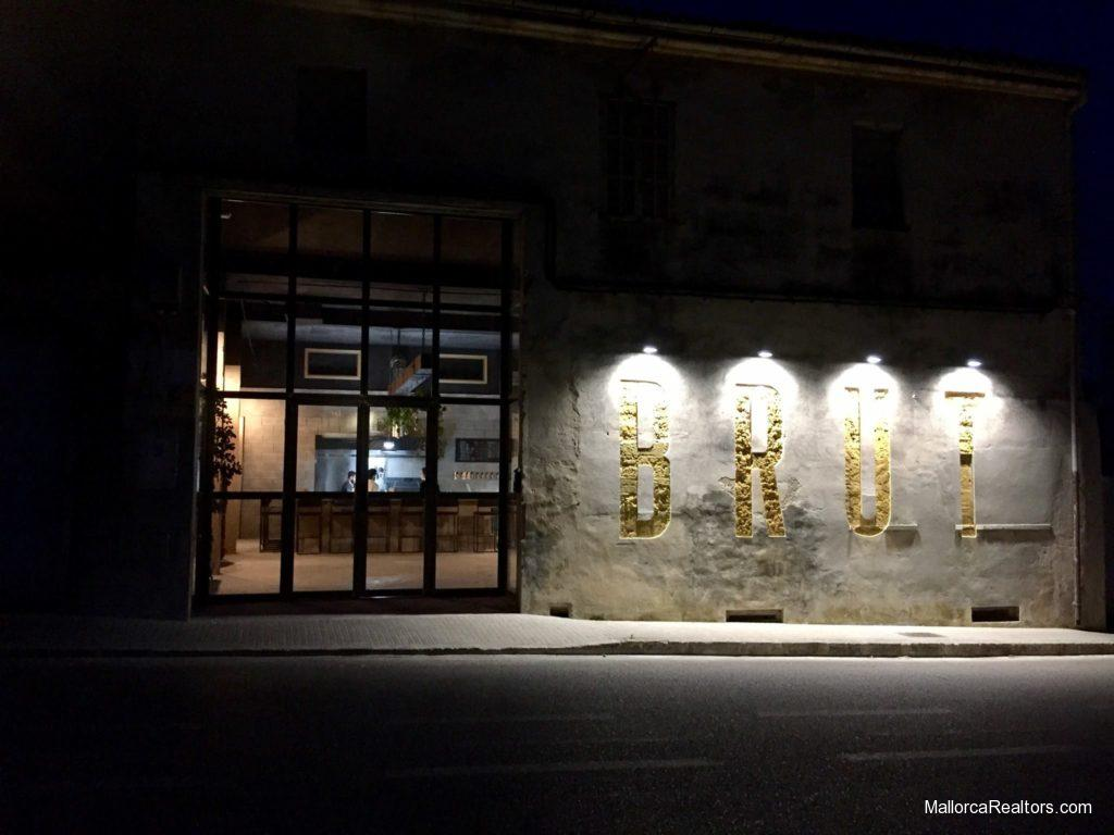 brut restaurant llubi